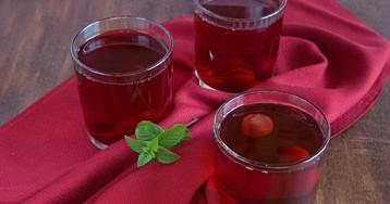 Ароматный компот из вишни с малиной и мятой