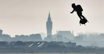 El 'hombre volador' cruza el canal de la Mancha, en imágenes