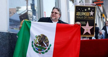 Guillermo del Toro homenajea a los inmigrantes tras desvelar la estrella con su nombre en el Paseo de la Fama