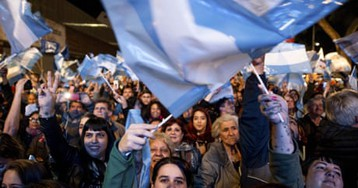 Argentinian peso plunges as centre-left win election primary
