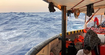 El 'Open Arms' entra en aguas italianas pero los guardacostas le impiden atracar en Lampedusa