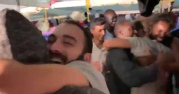 El momento en el que el 'Open Arms' recibe la noticia de que atracará en Lampedusa