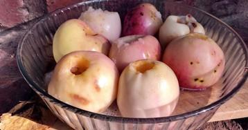 Печеные яблоки в два шага и без грамма сахара