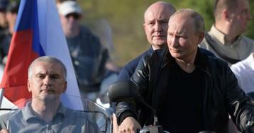 ГИБДД разрешила Путину ездить на мотоцикле без шлема