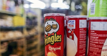 19-Year-Old Goes Blind Due to Diet of Pringles, Bread, Fries, and Processed Meats
