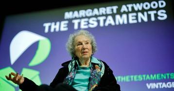 Un error atribuye a 'Los Testamentos' de Atwood el premio Booker dos semanas antes del fallo del jurado