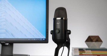 Blue Yeti X microphone features real-time LED metering and smart knob