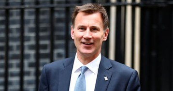 UK would obey court order to repay Iran £400m, says Hunt