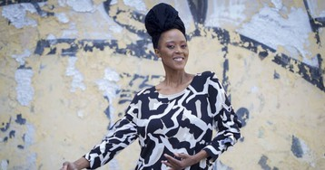 El viaje de Tsidii Le Loka del 'apartheid' a Broadway