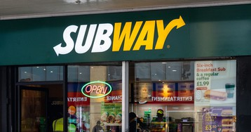 Chicago Subway closes after employee wipes counter with mop in viral video