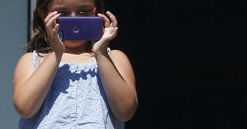 14-летняя девочка ушла из жизни, оставив заряжаться телефон в кровати в Бестобе