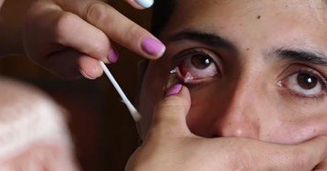 """Эксперты раскрыли загадку армянки, плачущей """"кристаллами«"""
