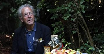 """Una hora en el jardín con el ganador del Nobel de Literatura Peter Handke: """"Ahora me siento libre"""""""