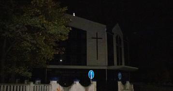 У Києві вночі чоловік помер біля лікарні, подробиці та фото
