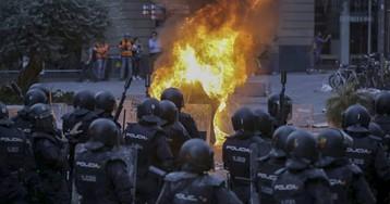 La violencia callejera se intensifica en Barcelona y se ceba con la policía en otra noche de caos