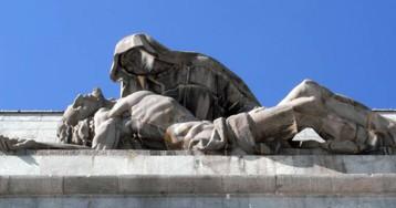 El falangista que se cayó a la fosa y otras 14 perlas de la historia del Valle de los Caídos
