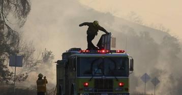 Nuevos apagones masivos en California mientras brotan nuevos incendios
