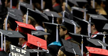 Prestigious MBA Programs Report Decline in Applications