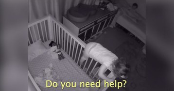 These Little Siblings Having a Late Night Conversation is the Sweetest Thing