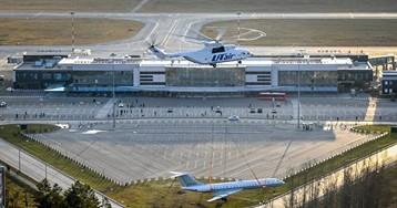 Напарковке уаэропорта Рощино установили самолет Ту-134— это памятник авиаторам