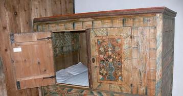 Why Mediaeval Europeans Slept Inside Boxes