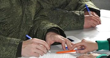Военные раскрыли зарплаты при службе по контракту