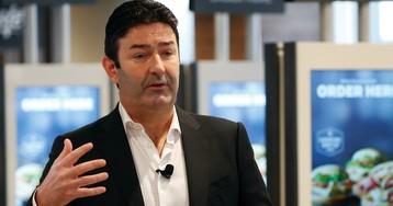 52-летнего директора «Макдоналдс» уволили за служебный роман