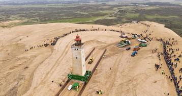 Un grupo de ingenieros daneses mueve tierra adentro un faro de 720 toneladas