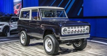 This classic Ford Bronco has a modern GT500 engine and a manual