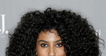Imaan Hammam's Lustrous Curls and Liner Are an Evening Beauty Win