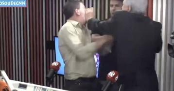 Greenwald y un periodista de derechas se golpean en un programa de la radio brasileña