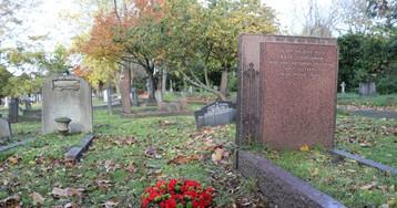 Homenaje a Chaves Nogales en Londres ante su tumba sin nombre
