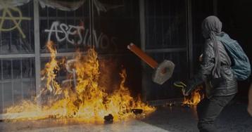 Un grupo de encapuchados causa destrozos en el corazón de la UNAM