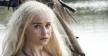 Emilia Clarke diz que sofreu pressão para ficar nua em 'Game of Thrones'