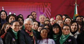 López Obrador presenta su nueva política feminista