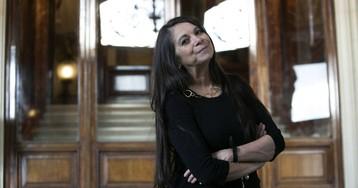"""Carmen Boullosa: """"La poesía es un género hecho para resistir"""""""