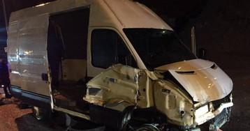 Así cruzó la frontera de Ceuta una furgoneta con 52 migrantes