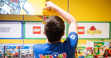 """Toys """"R"""" Us officially returns with the opening of a new store in New Jersey"""