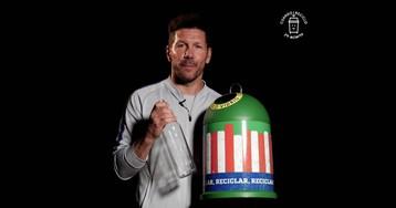 Simeone anima a los aficionados al reciclaje de vidrio