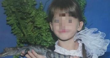 Мужчину, который выбросил 9-летнюю девочку в выгребную яму, поймали
