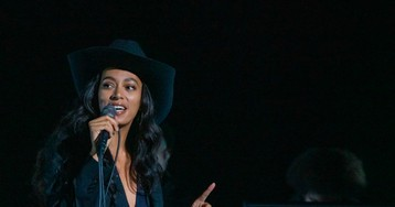 Solange Performs Nine-Minute 'When I Get Home' Medley on 'Fallon'