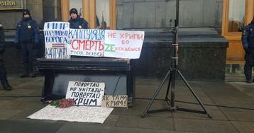 На Банковой вывесили плакаты с угрозами Зеленскому