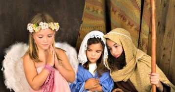 Atheist Group 'Bullies' Public School into Cutting 3rd Grade Live Nativity from Christmas Show