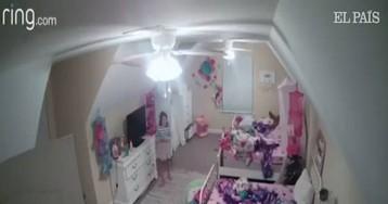"""""""Soy Papá Noel"""": un 'hacker' acosa a una niña de ocho años desde una cámara de seguridad de su habitación"""