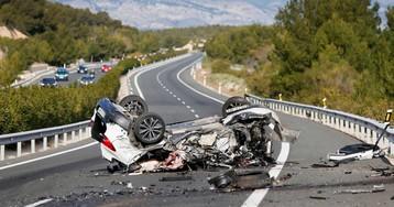 Un coche que circulaba en sentido contrario provoca una colisión con dos muertos en la A-7