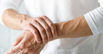 У пожилой женщины врачи обнаружили «телескопические пальцы»