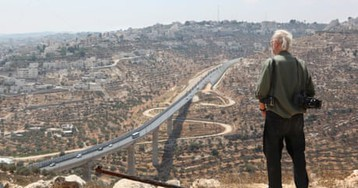 Barriers, barbed wire and borders in the head: Josef Koudelka's Holy Land