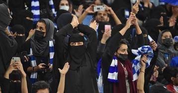 Arabia Saudí: cuando pasar por la misma puerta es un avance para la mujer