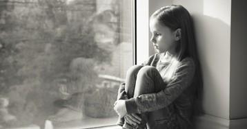Психологи назвали ранние признаки депрессии у детей