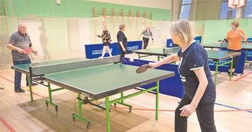 Спорт для умных. Пенсионеры Раменок осваивают настольный теннис